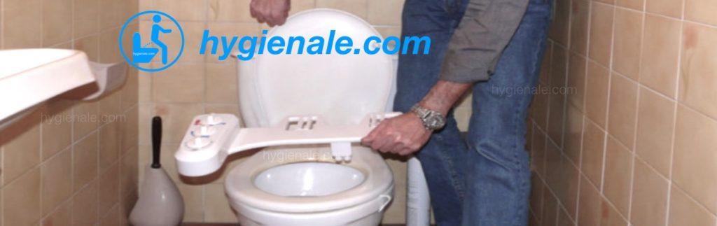 Equiper une cuvette d'un kit wc japonais par la simple pose d'un accessoire.