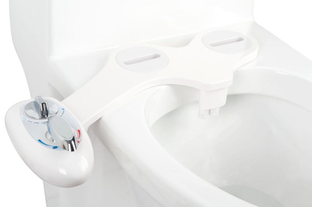 sanya 500 le kit douchette japonaise pour obtenir une toilette lavante. Black Bedroom Furniture Sets. Home Design Ideas