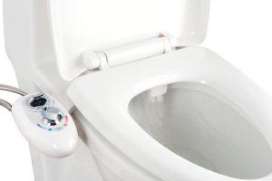 Le kit douchette japonaise lavante de wc s'adapte sur toute les cuvettes standards et se rince après usage.